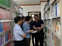 王海燕调研中小学课程教材建设工作